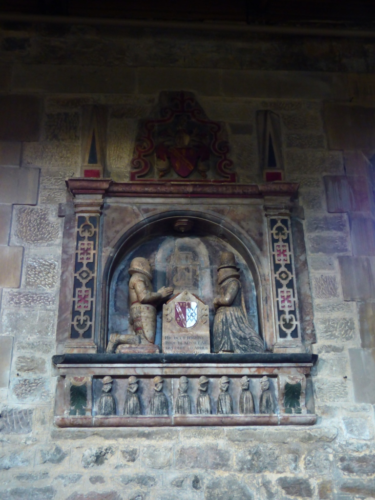 Tudor memorial to Sir Roger Rooe and his wife, with effigies of their eight children.