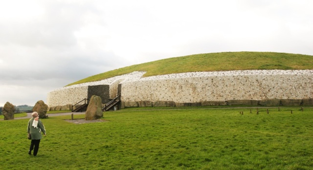 Figure 1 Newgrange, Ireland's most popular archaeological site on the banks of the River Boyne. (c) Ali Isaac