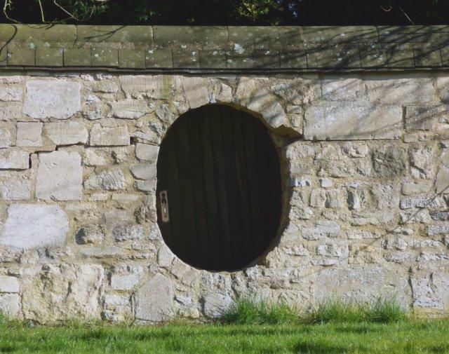 hobbit door image: scvincent.com