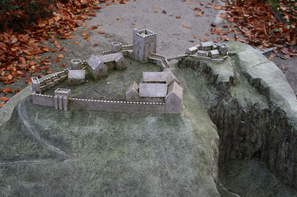 1200px-model_of_peveril_castle