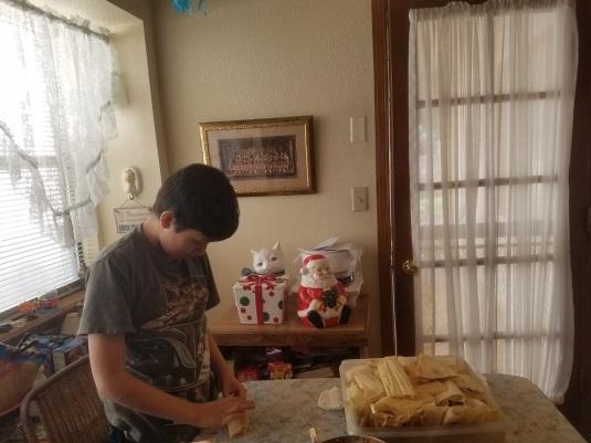 Lisa's son makes tamales