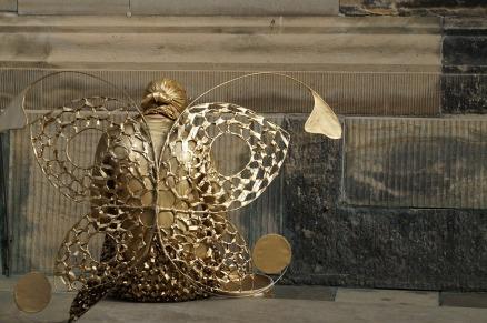 https://pixabay.com/en/angel-gold-wings-butterfly-woman-641104/